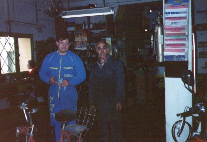 Rodolphe, 22 ans à gauche, et son mécanicien Justin, en 1984.